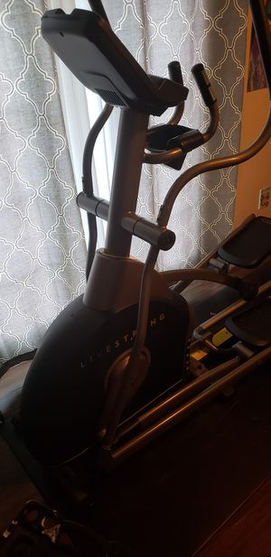 LIVE STRONG LS 8.0E ELLIPTICAL for Sale in Fort Washington, MD