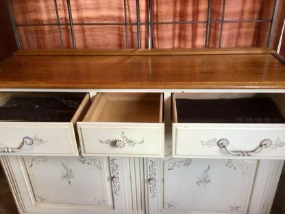 Ethan Allen Furniture (80% Off)
