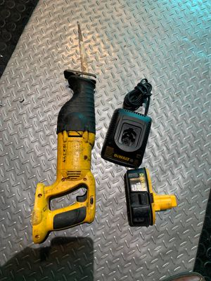 Photo Dewalt sawzall 18 Volt Charger and Batterie included