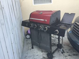 I'm selling this grill is a real good condition for $75 gas grill Thumbnail