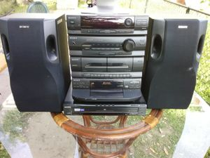 300 Watts Sony stereo system with 5 discs DVD and CD players plus speakers for Sale in Washington, DC
