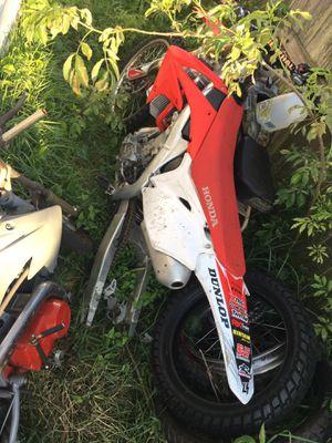 Photo 2010 honda crf250 race bike an 212cc mini bike for adults and 50 cc dirt bike needed work red bike run green bike run