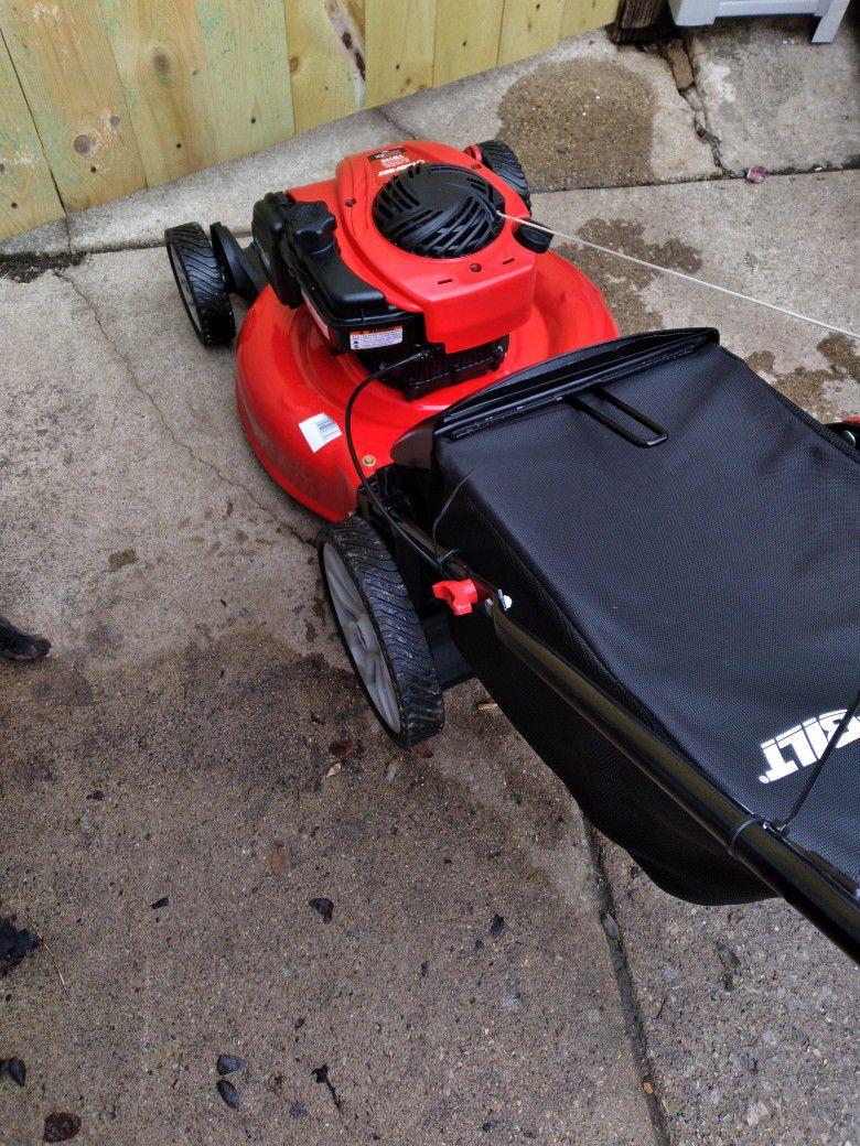 """LIKE-NEW Troy-Bilt 21"""" Inch Push Lawnmower W/Bag And High Rear Wheels"""