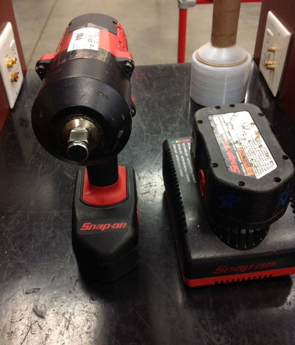 Snap-on ct6818 (2 batteries and charger) 18v 1/2