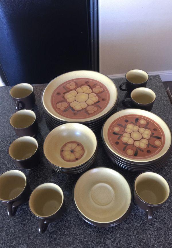 Noritake Folkstone Safari 8501 27 Piece Dish Set For Sale