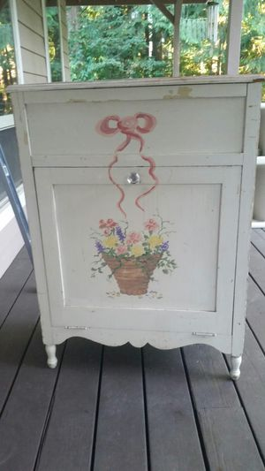 Dresser, hamper for Sale in OR, US