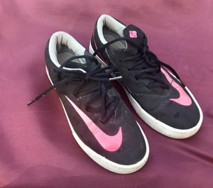 Reduced: YOUTH NIKE SZ 4.5Y black & pink shoes for Sale in Staunton, VA