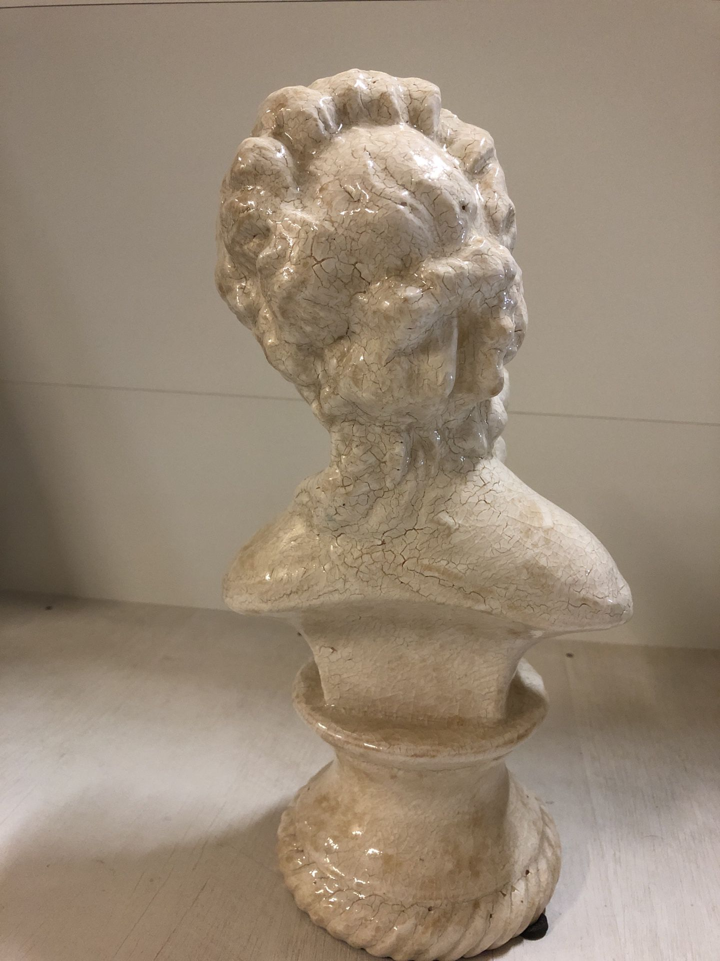 Beautiful Home Decor Cracked Ceramic Design Roman Woman