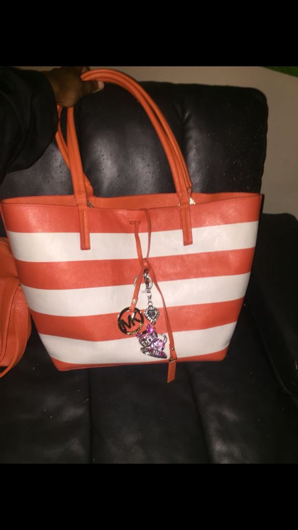 0814339940fb9a Beautiful Michael kors 2 hands bag large set 100! for Sale in Raleigh, NC -  OfferUp