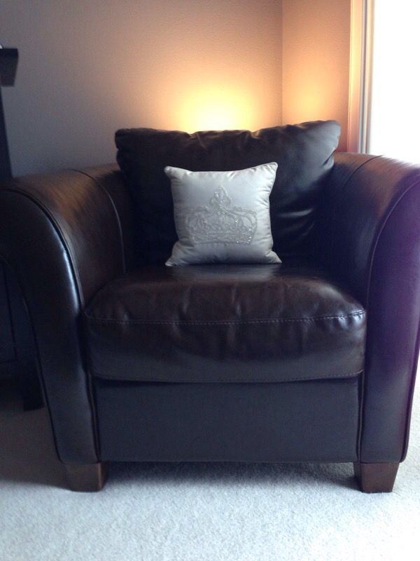 Italsofa Leather Chair From Macy S Home Furniture In Tacoma Wa Offerup