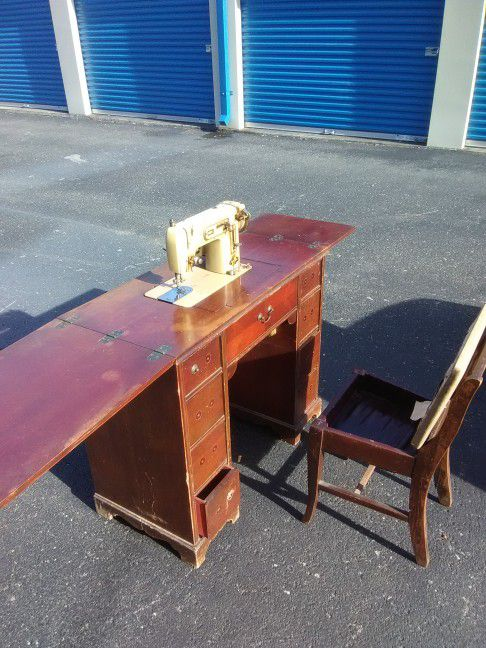 Price drop de luxe zig zag automatic a sewing machine built in price drop de luxe zig zag automatic a sewing machine built in stradivarius cherry sewing desk and flip top chair set for sale in knoxville tn offerup watchthetrailerfo