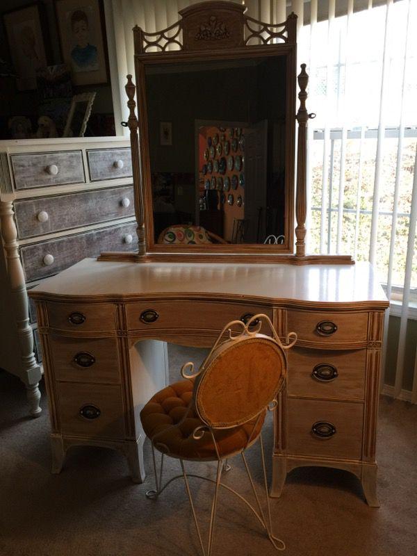 Beautiful Vintage Wood Vanity Or Desk Set By Huntley For In Greer Sc Offerup