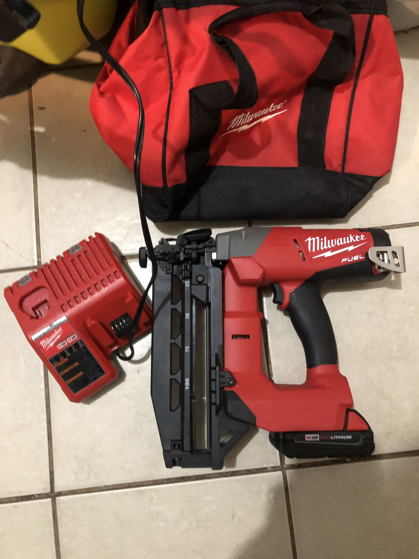 Milwaukee M18 Fuel Cordless 16Ga Brad Nailer Kit