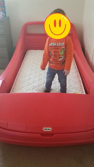Photo Twin size race car bed w/bunkie board