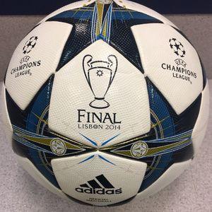 OFFICIAL CHAMPIONS LEAGUE BALL LISABON 2014 FIFA ARRPOVED SIZE 5 for Sale in Alexandria, VA