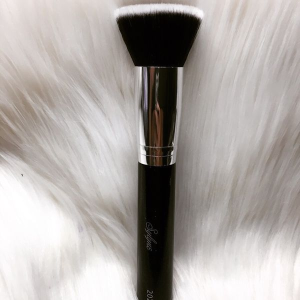New flat top kabuki foundation brush (Beauty & Health) in Ontario, CA - OfferUp