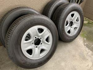 Photo Tundra wheels and tires