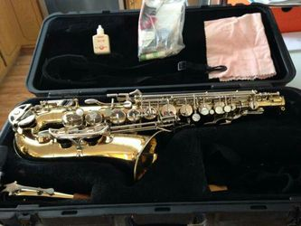Selmer Bundy II Student Alto Saxophone with mouth piece - $335 Thumbnail