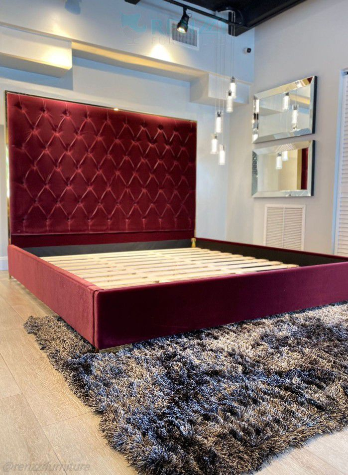 King Bed Frame \\ Financing Available
