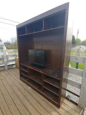Photo Flat screen TV entertainment center