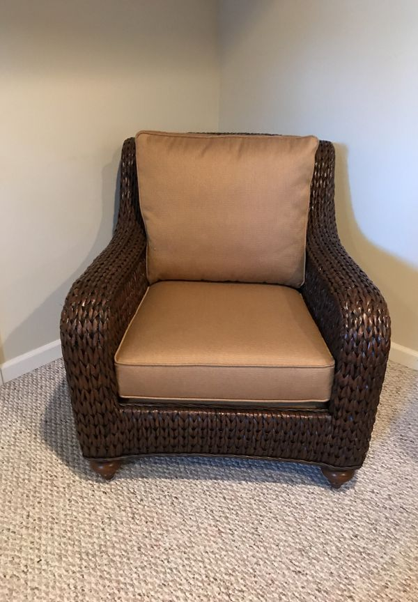 Brand New Ethan Allen Wicker Chair With Tan Vision