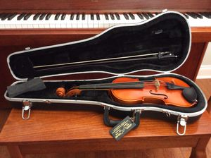 Violin 3/4 size with case. Perfect condition from Lashoff instruments $400 for Sale in Clarksburg, MD