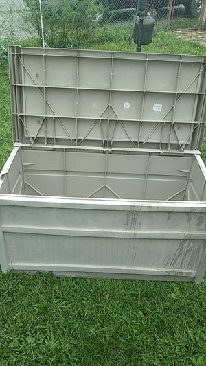 Yard bench by suncast for Sale in Columbus, OH