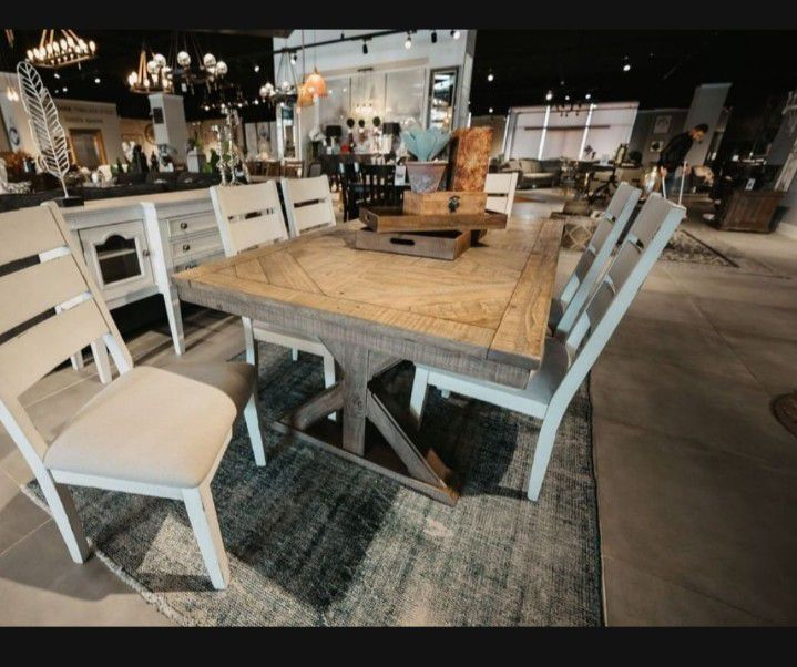 Grindleburg Light Brown Rectangular Dining Room Set (Dining table and Chairs