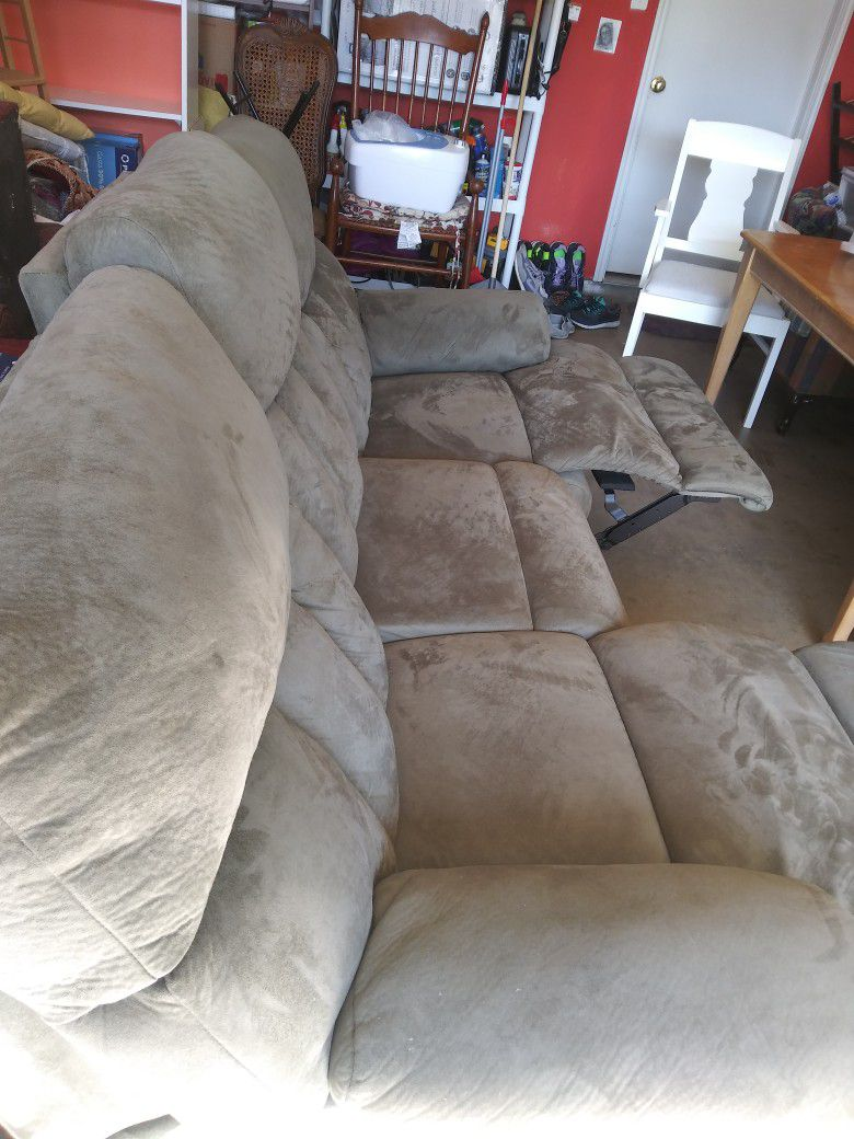 Reclinable Sofa