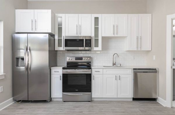 White shaker KITCHEN CABINETS for Sale in Clearwater, FL ...