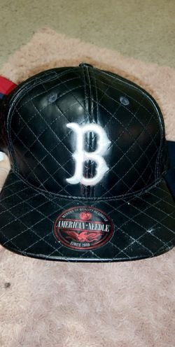 A couple snap back and a fitted great shape Thumbnail