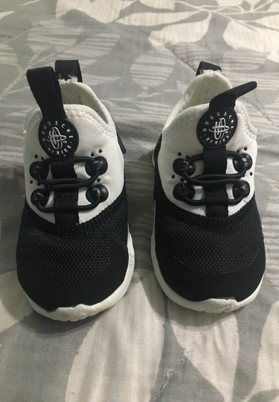 e594df6d168e Size 4C toddler Nike huaraches for Sale in Fort Worth