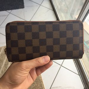 Lv Louise Vuitton wallet purse handbag clutch zippy for Sale in Silver Spring, MD