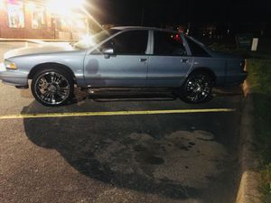 Chevy Caprice Classic LS 1993 for Sale in Apex, NC