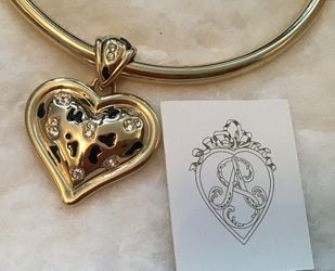 Gorgeous necklace. Double sided heart. This would make a lovely gift. Brand new. Never worn Thumbnail