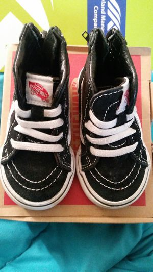 5088098ee7bf Black and White vans size 4 for Sale in Woodlawn