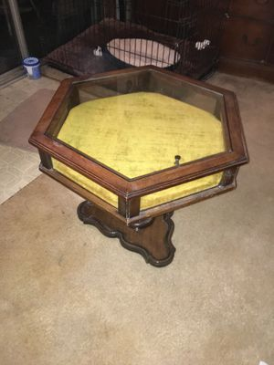 Display case coffee table/ end table for Sale in Woodbridge, VA