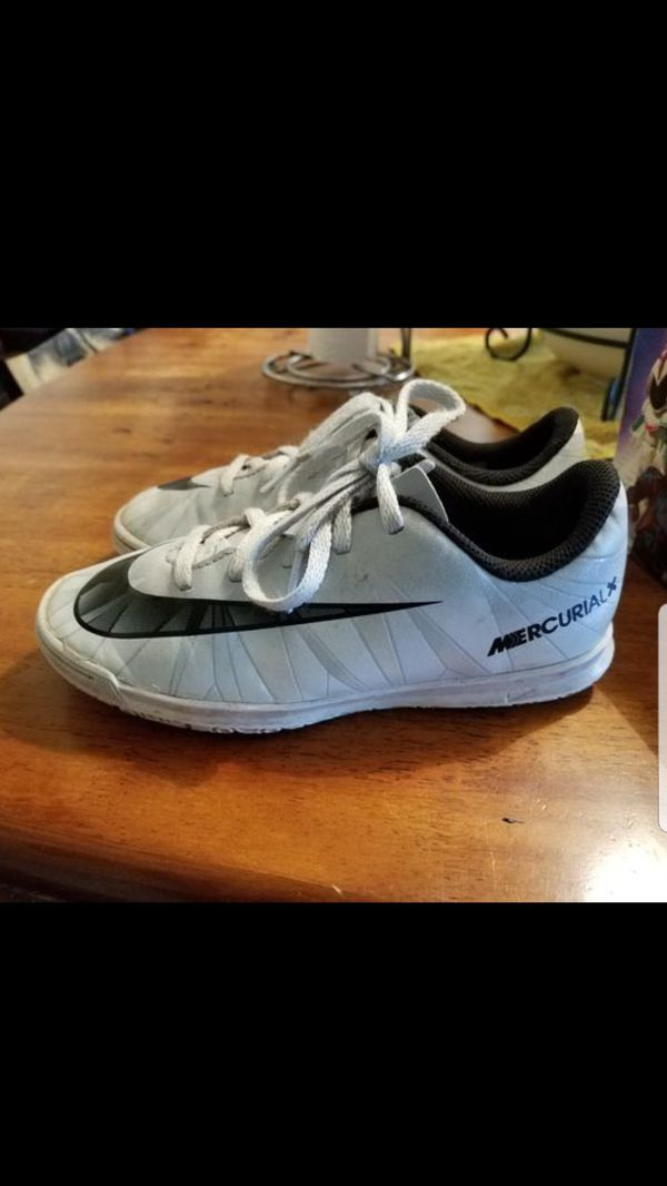 CR7 indoor soccer shoes. 13c for Sale in Hesperia 2b307c0637a