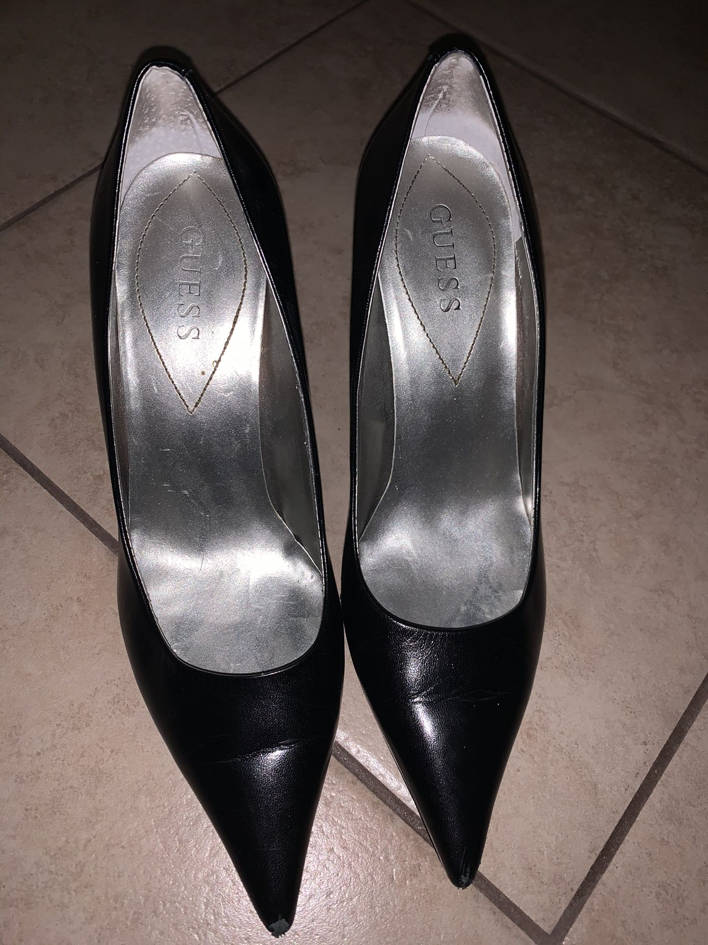 Guess black point shoes