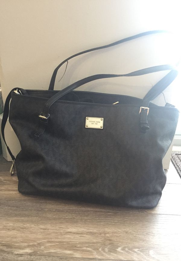 31d51983b2582 Authentic Michael kors diaper bag for Sale in Lake Worth