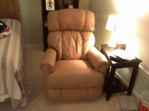 Lazyboy Electric Reclining Chair for Sale in Richmond, VA