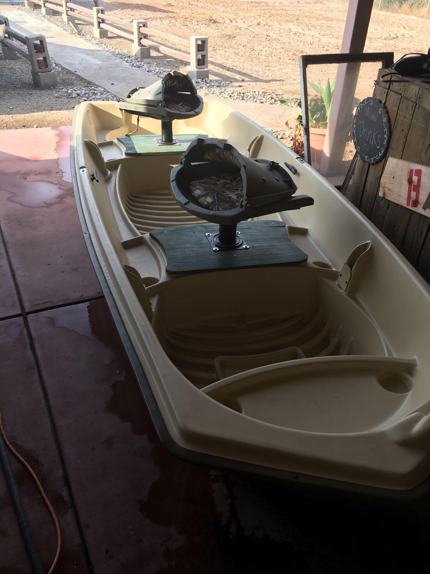 Photo 12 Sundolphin Bass Boat w Trolling Motor