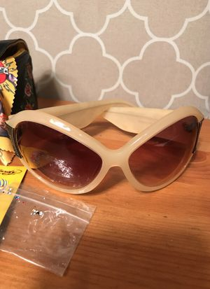Women's Ed Hardy Shades with Case for Sale in Laveen Village, AZ
