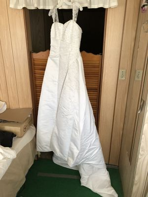 Wedding dress (never worn) for Sale in Pittsburgh, PA
