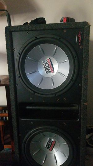 Subufer 1,200 watts cada bosina for Sale in Manassas Park, VA