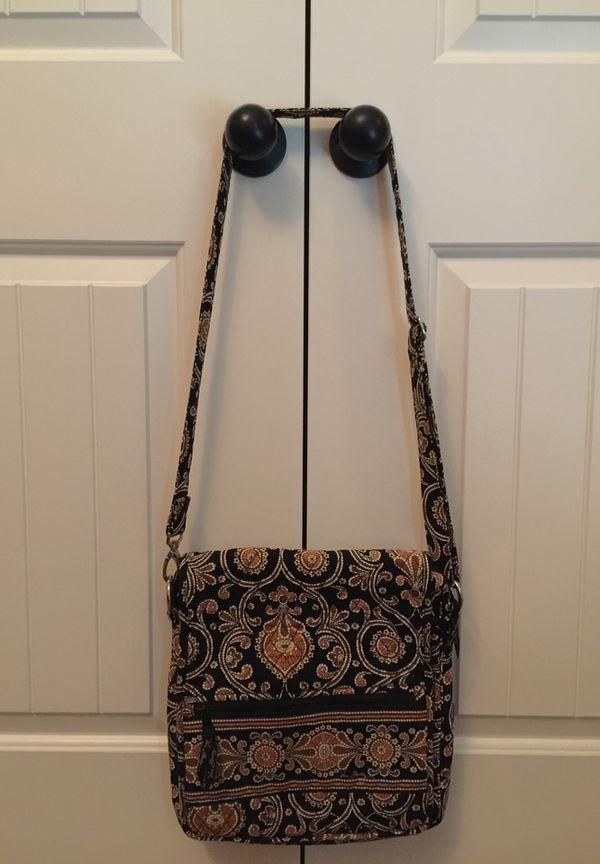520c2425a5 Vera Bradley Crossbody Bag for Sale in Murfreesboro