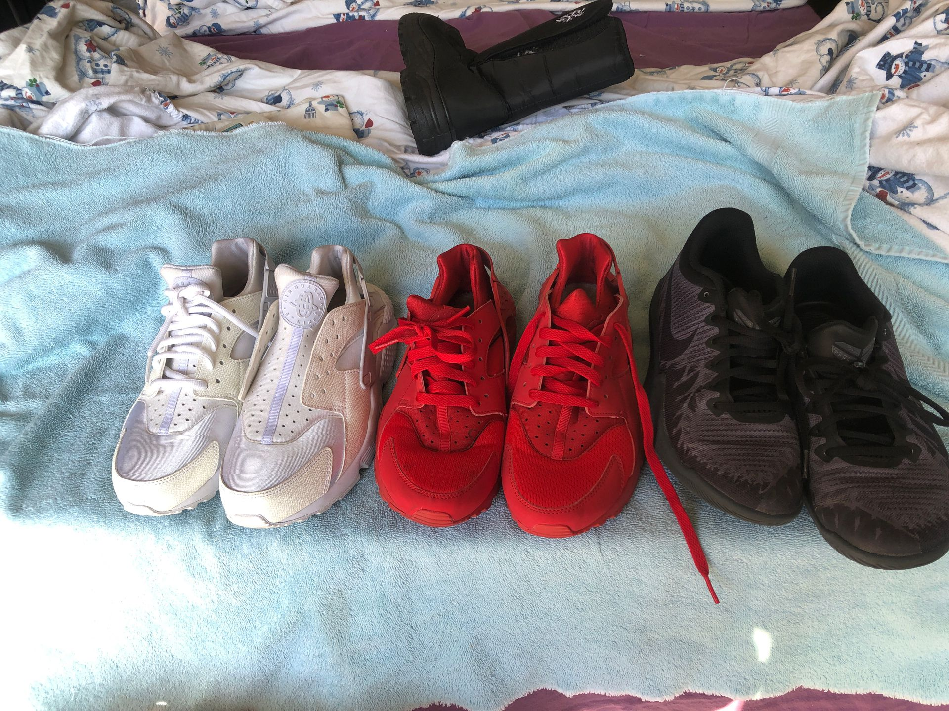 Ladies Nike tennis shoes