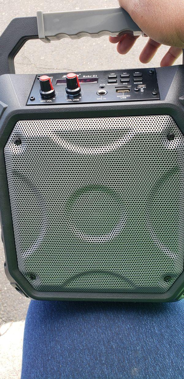 Zizo Rokr Z1 Bluetooth Speaker for Sale in New Haven, CT - OfferUp