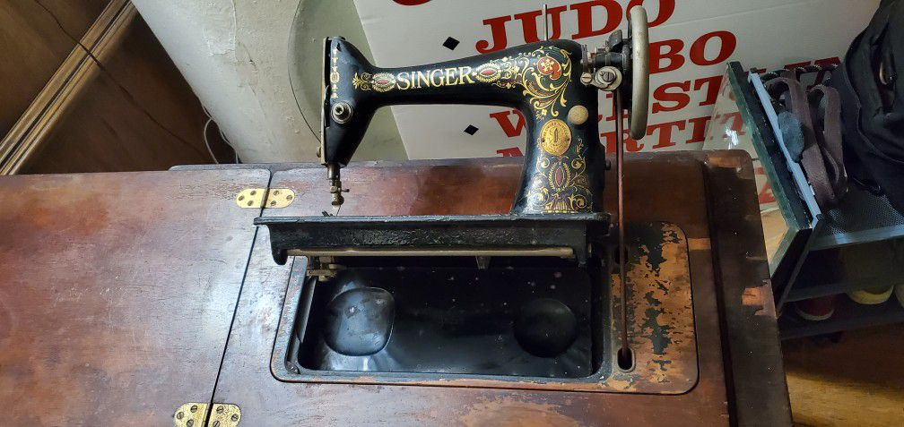 vintage singer mechanical machine.