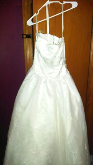 New and used wedding dresses for sale in louisville ky offerup beautiful white wedding dress size 6 maybe a little bigger for sale in louisville ky junglespirit Choice Image